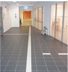 Ledelinje i kontrast innendørs